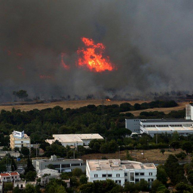 Πύρινος εφιάλτης: Εκκενώνονται Βαρυμπόμπη, Αδάμες και Θρακομακεδόνες – Αντιδήμαρχος Αχαρνών: Καίγονται σπίτια – Αποκλειστικά ΒΙΝΤΕΟ και ΦΩΤΟΓΡΑΦΙΕΣ