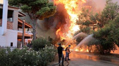 Πυρκαγιά στη Βαρυμπόμπη: Επιχειρήσεις απεγκλωβισμού πολιτών