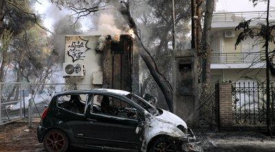 Εικόνες καταστροφής από την πύρινη λαίλαπα στη Βαρυμπόμπη - Φωτογραφίες & Βίντεο