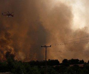 Φωτιά στη Βαρυμπόμπη: Στο Σισμανόγλειο με ήπια αναπνευστικά προβλήματα έξι κάτοικοι - Με δύσπνοια στο ΓΝΑ ένας πυροσβέστης