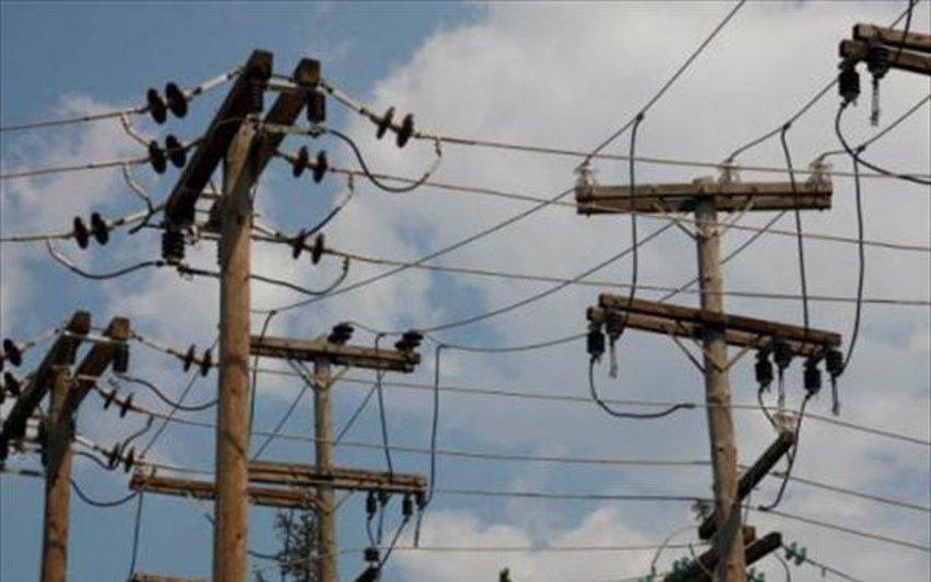 Πυρκαγιά στη Βαρυμπόμπη: Βυθίσεις τάσης στο σύστημα ηλεκτροδότησης