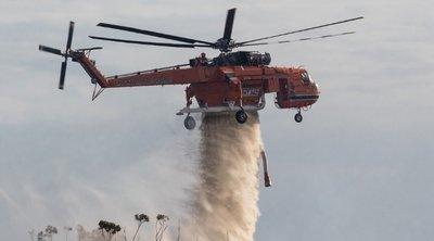 Κρήτη: Φωτιά σε χωριό στον Πλατανιά – Στη μάχη με τις φλόγες και ελικόπτερο