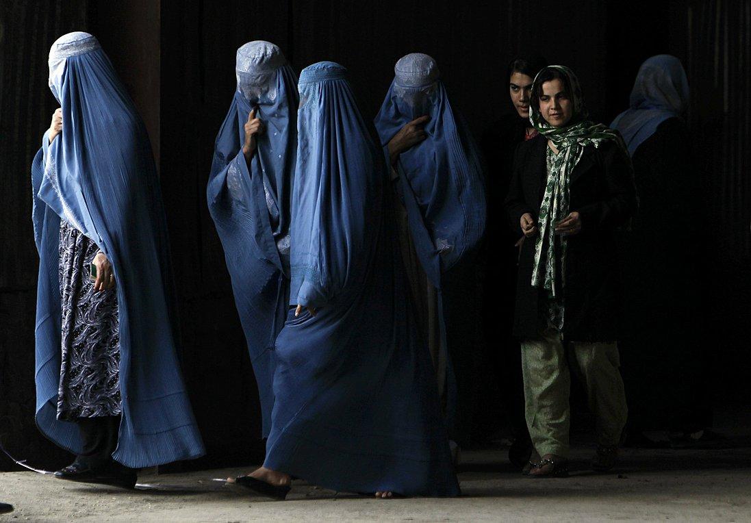 Τι σημαίνει για τις γυναίκες του Αφγανιστάν η επιστροφή των Ταλιμπάν - Aποκαλυπτικές μαρτυρίες