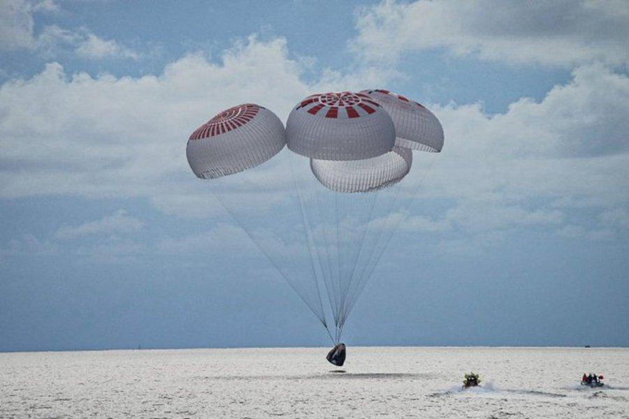 Επέστρεψαν στη Γη οι τέσσερις πρώτοι τουρίστες του διαστήματος – Το SpaceX προσθαλασσώθηκε στη Φλόριντα - ΒΙΝΤΕΟ