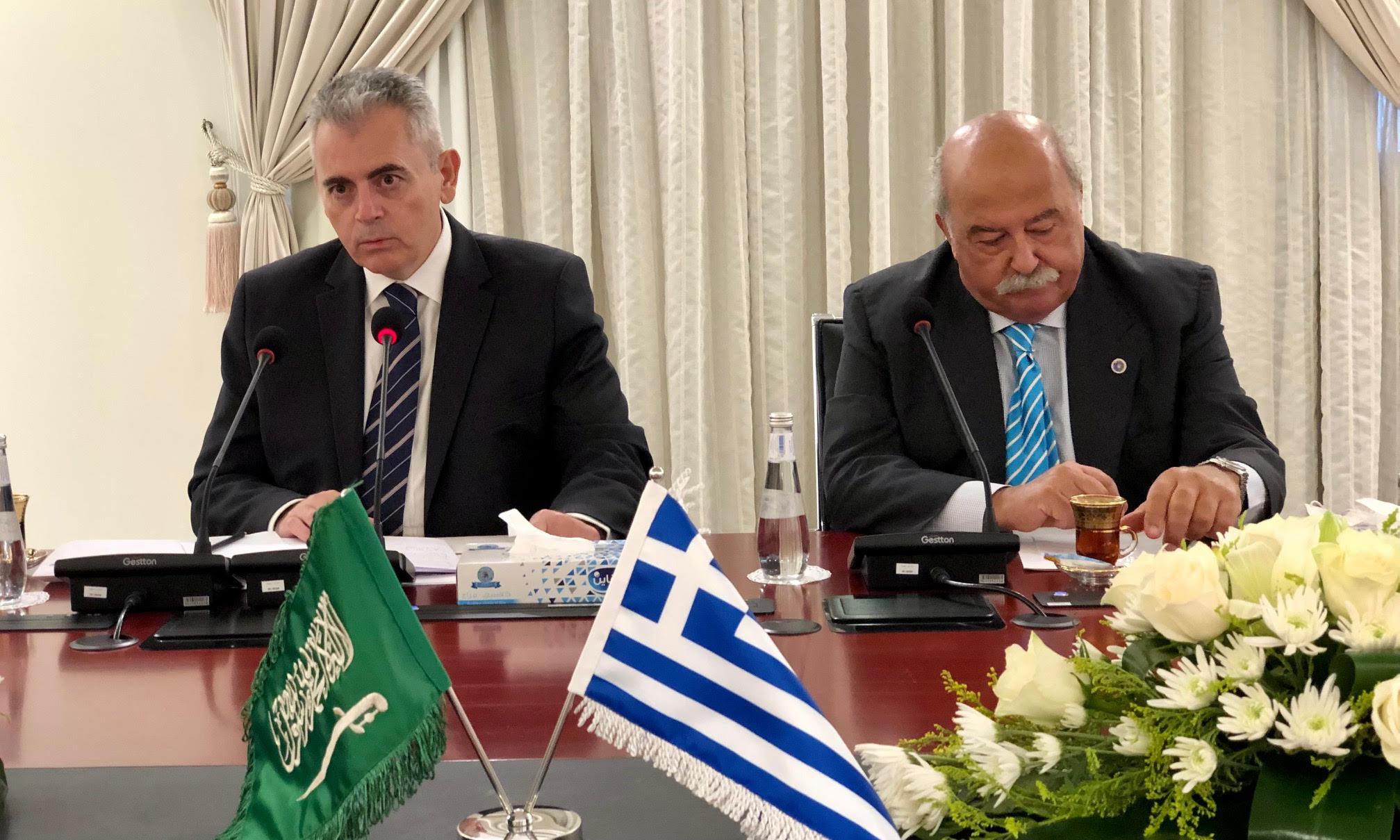 . Ο Μάξιμος Χαρακόπουλος με την αντιπροσωπεία της ΔΣΟ συζητά με τους εκπροσώπους του Intellectual Warfare Center τις δυνατότητες συνεργασίας.