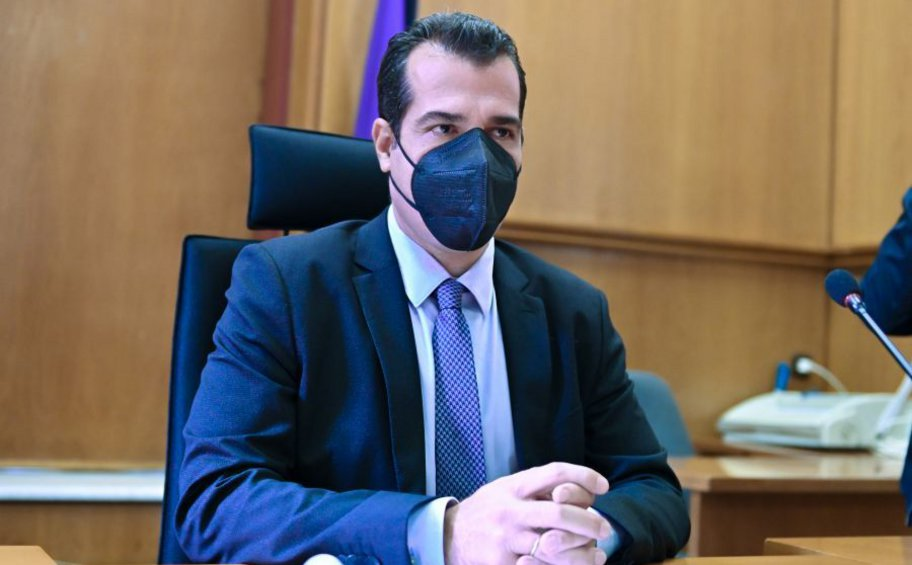 Ο Πλεύρης απαντά στον ΣΥΡΙΖΑ για τα μονοκλωνικά: Φθηνή αντιπολίτευση