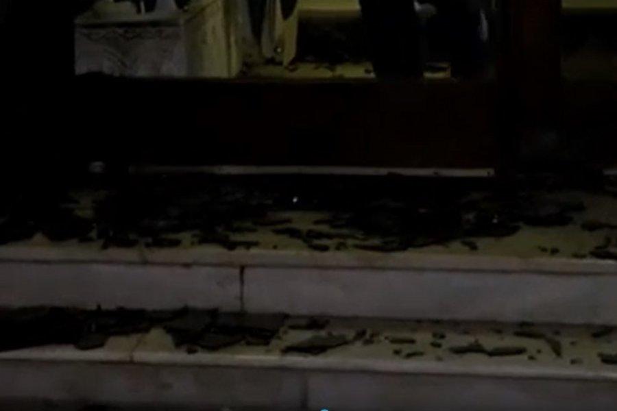 Άγνωστοι πέταξαν κροτίδα στην είσοδο πολυκατοικίας στην Καλλιθέα - ΒΙΝΤΕΟ