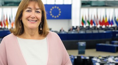ΕΕ: Στην Αθήνα την Τρίτη η αντιπρόεδρος της Επιτροπής για τη Δημοκρατία και τη Δημογραφία, Ντούμπραβκα Σουίτσα