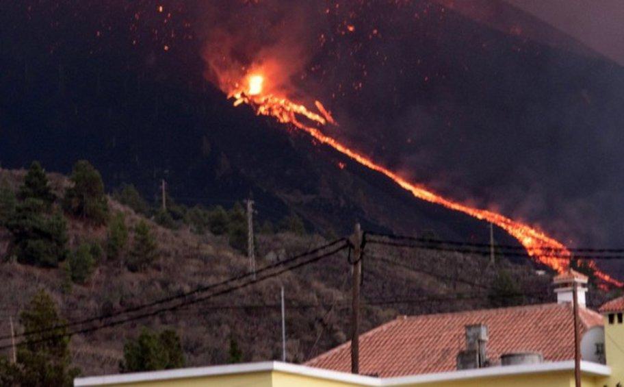 Ισπανία: Ποτάμια λάβας ρέουν από το ηφαίστειο της Λα Πάλμα, καθώς εντείνεται η ηφαιστειακή δραστηριότητα