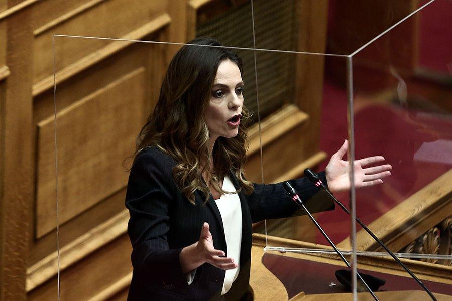 Έφη Αχτσιόγλου: «Υπήρξαν υπονοούμενα ότι είχα σχέσεις που με οδήγησαν στη θέση της υπουργού άδικα» - Βίντεο