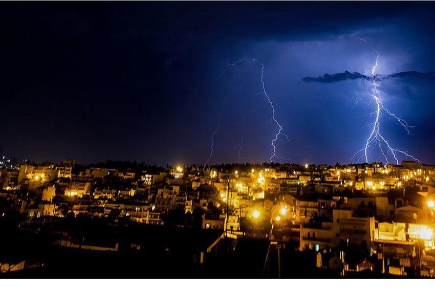 Δύσκολη νύχτα για Αττική και Πελοπόννησο: Πού θα χτυπήσει η κακοκαιρία τις επόμενες ώρες