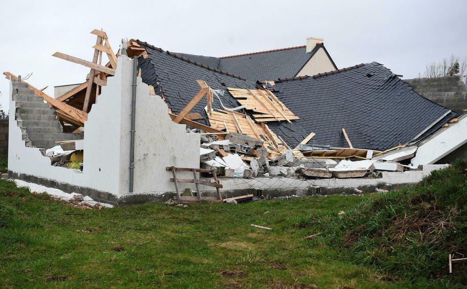 Γαλλία: 120.000 νοικοκυριά χωρίς ρεύμα μετά την καταιγίδα Ορόρ - Αποκαθίστανται τα προβλήματα στο σιδηροδρομικό δίκτυο
