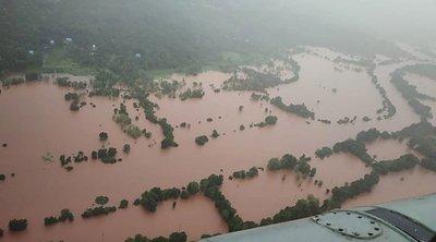 Ινδία- Νεπάλ: Σχεδόν 200 άνθρωποι έχουν χάσει μέχρι στιγμής τη ζωή τους από τις πλημμύρες και τις κατολισθήσεις στις δύο χώρες