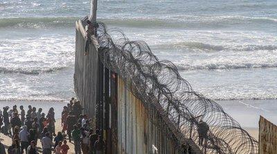Αυξάνεται η πίεση στον Τζο Μπάιντεν - Συλλήψεις ρεκόρ μεταναστών στα σύνορα ΗΠΑ-Μεξικού