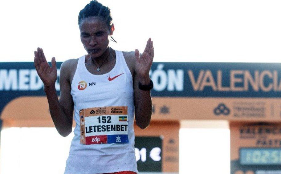 Η Γκίντεϊ κατέρριψε το παγκόσμιο ρεκόρ Ημιμαραθωνίου