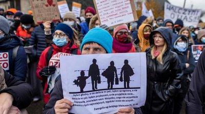 Πολωνές μητέρες διαδηλώνουν κατά της επιστροφής μεταναστών στα σύνορα της Λευκορωσίας