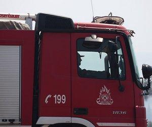 Φωτιά σε μάντρα αυτοκινήτων στο Μαρούσι - Iσχυρές δυνάμεις της Πυροσβεστικής στο σημείο