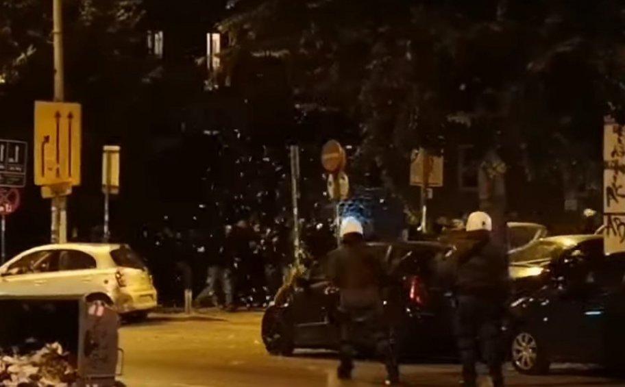 Θεσσαλονίκη: 4 συλλήψεις στα επεισόδια για τον νεκρό στο Πέραμα – Ένας αστυνομικός τραυματίας