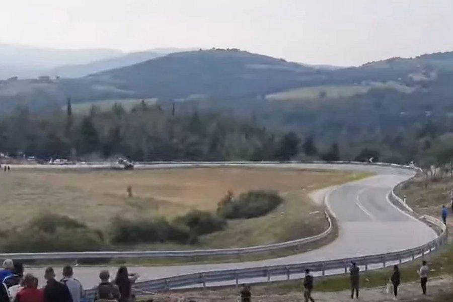 Τρομακτικό ατύχημα: Αγωνιστικό αυτοκίνητο αναποδογύρισε στην Ελασσόνα – ΒΙΝΤΕΟ
