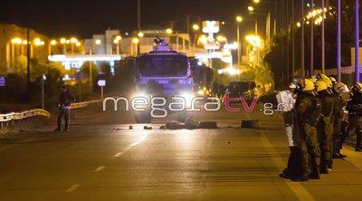 Νέα επεισόδια στα Μέγαρα για τον θάνατο του 18χρονου στο Πέραμα - Κλειστή η Εθνική οδός Αθηνών-Κορίνθου