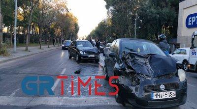 Θεσσαλονίκη: Καραμπόλες οχημάτων στην Περιφερειακή οδό - Κόλλησε νταλίκα με βαγόνι του Μετρό